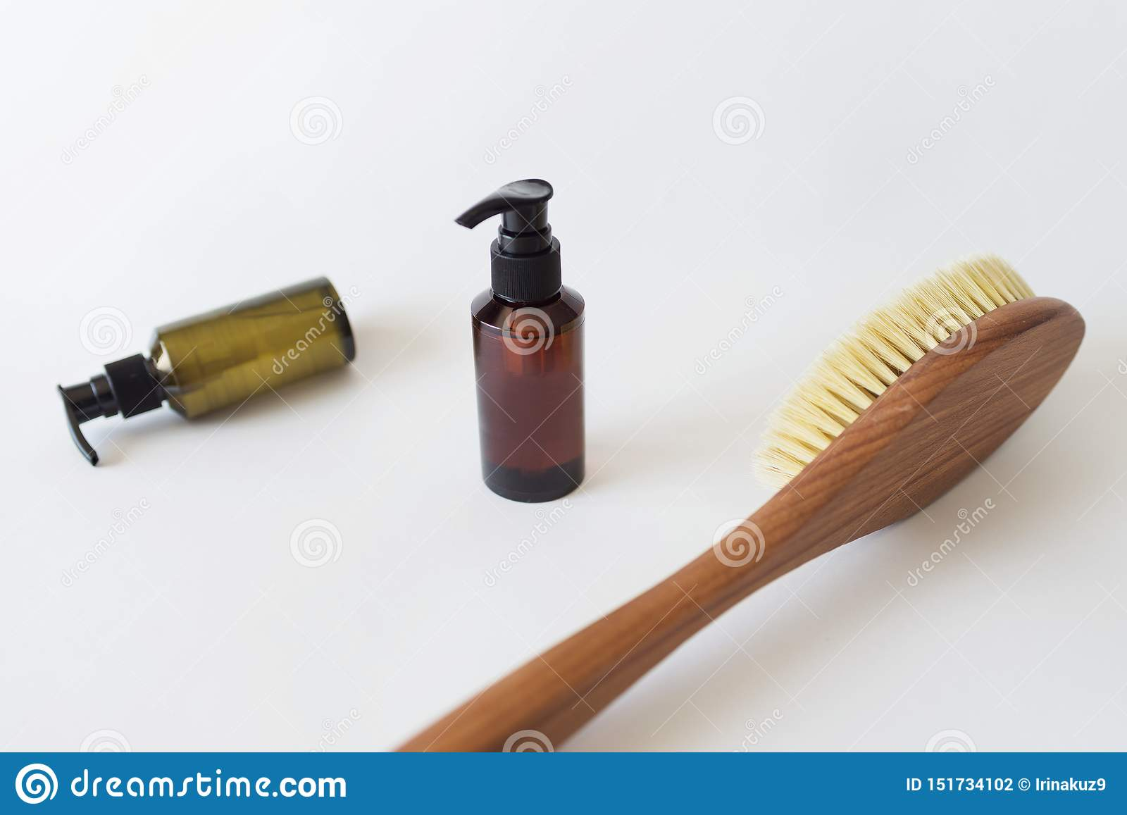 Escova orgânica dos termas para a massagem seca e uma garrafa do óleo do corpo Escova do cacto massagem das Anti-celulites Concei
