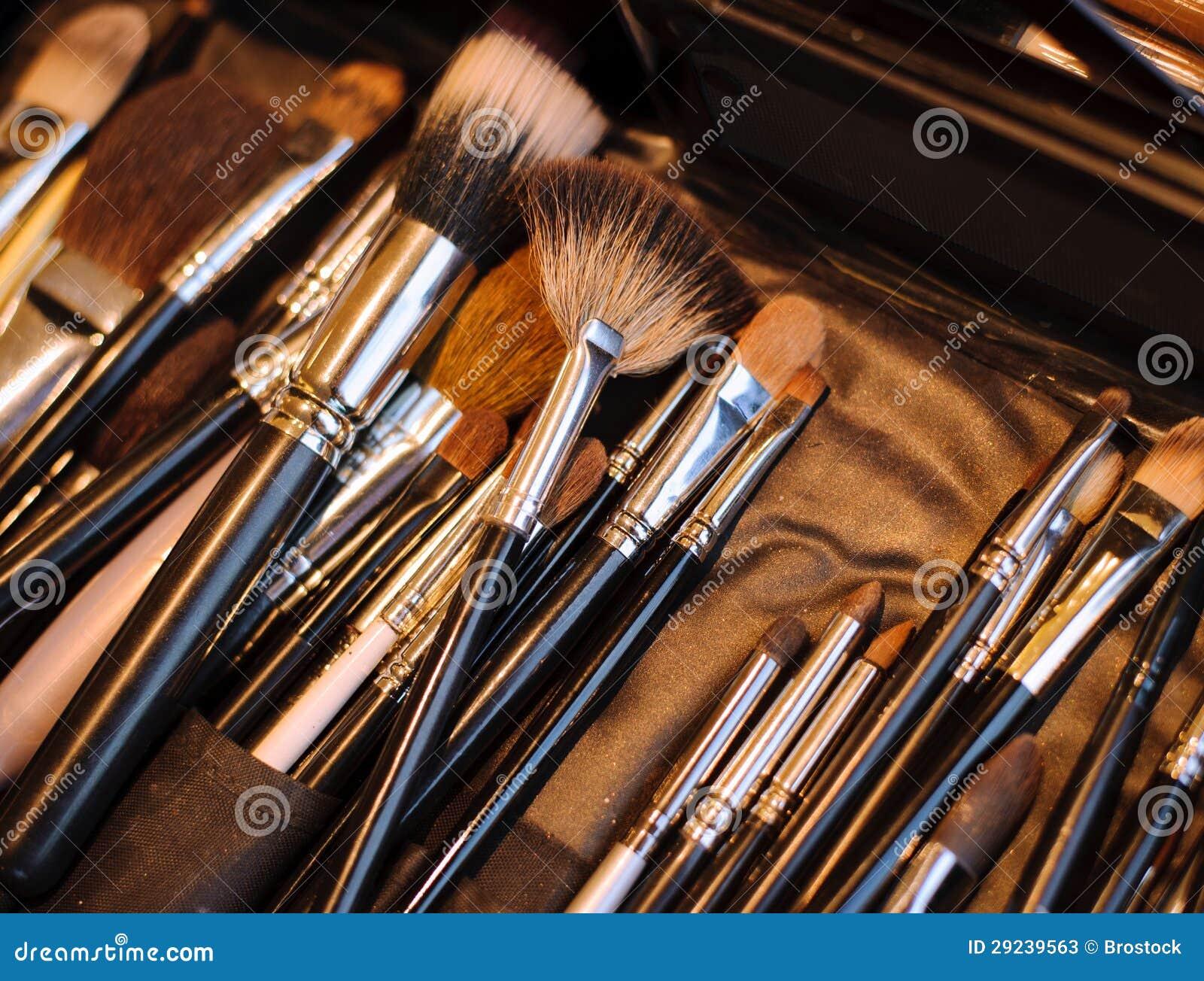 Download Escovas da composição imagem de stock. Imagem de cosméticos - 29239563