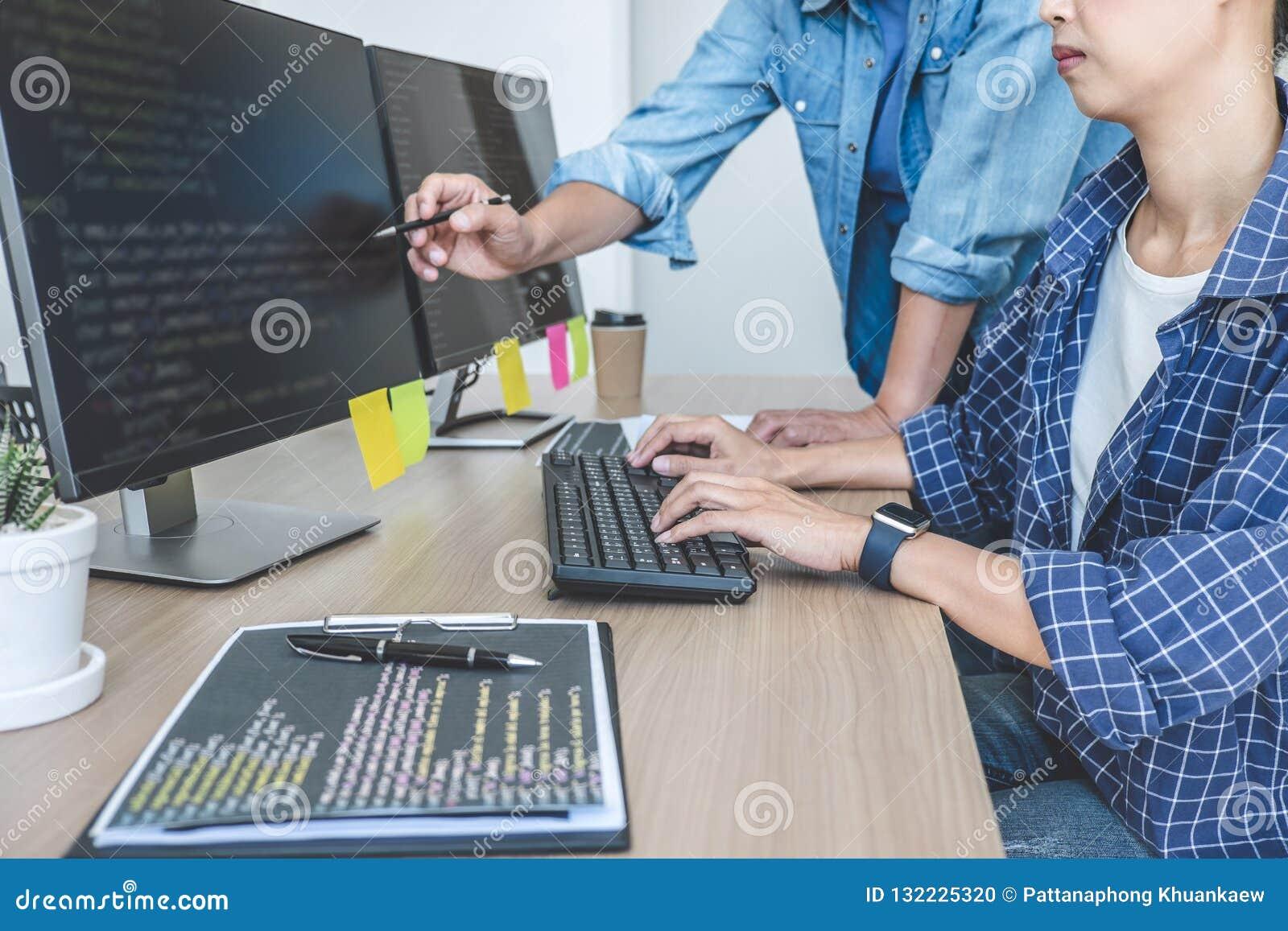 Escribiendo códigos y mecanografiando tecnología del código de datos, profesional dos