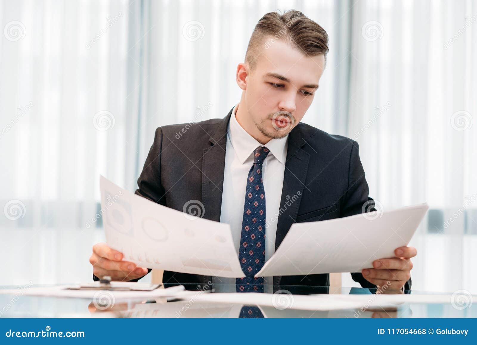 Escritório de trabalho do gerente executivo do analista do negócio