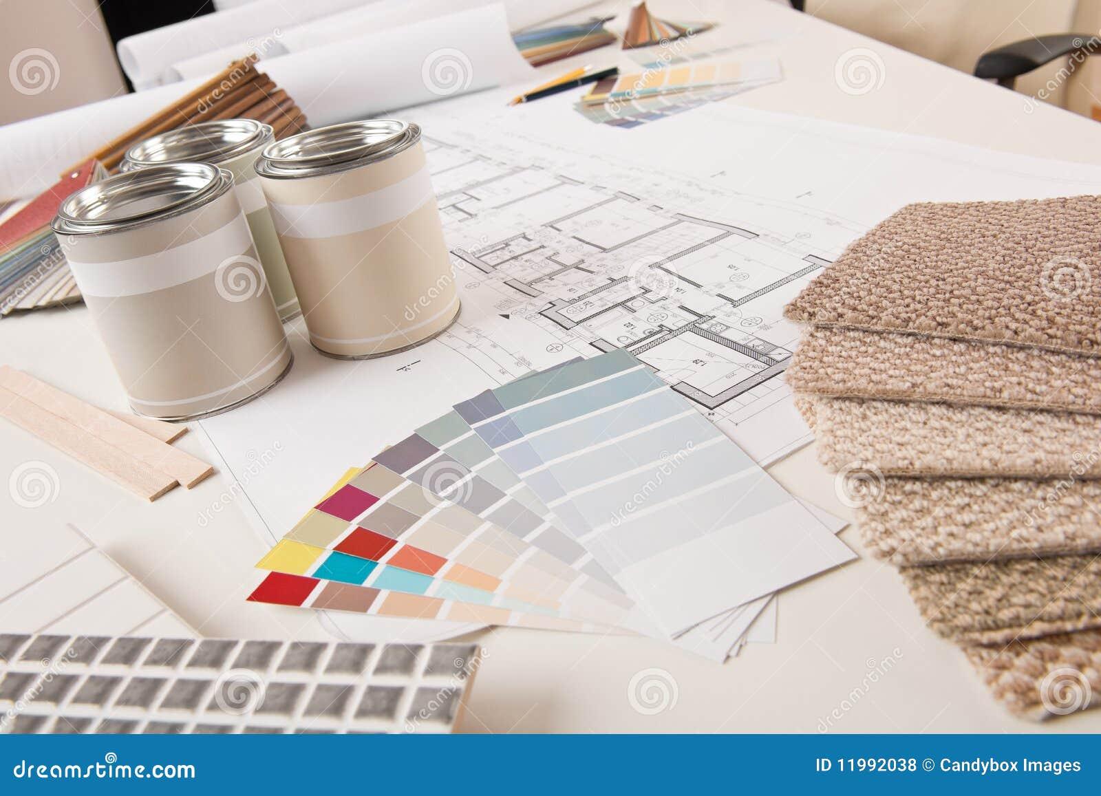 Escritório do desenhador interior com pintura