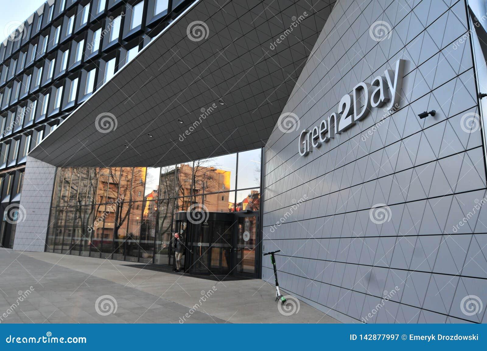 Escritórios 2Day verdes construídos em 2017 em Wroclaw Entrada principal, Polônia