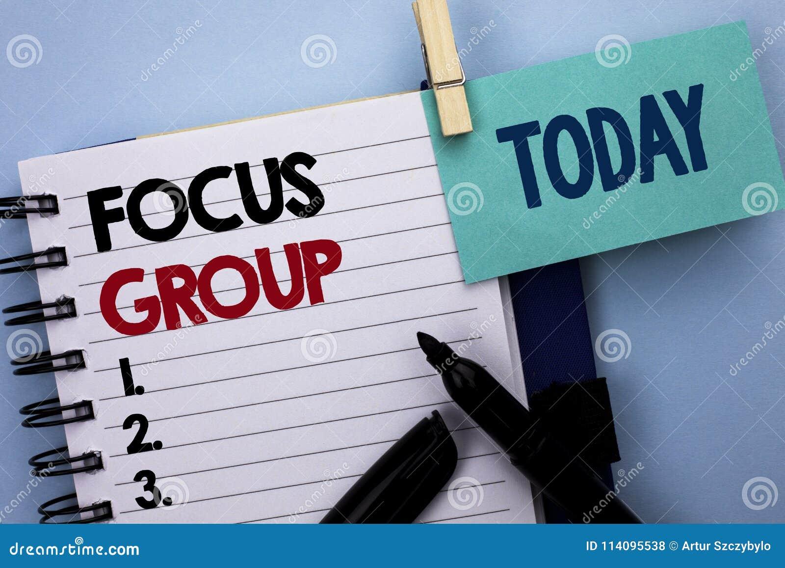 Escrita conceptual da mão que mostra o grupo foco A avaliação de concentração interativa da conferência do planeamento do texto d