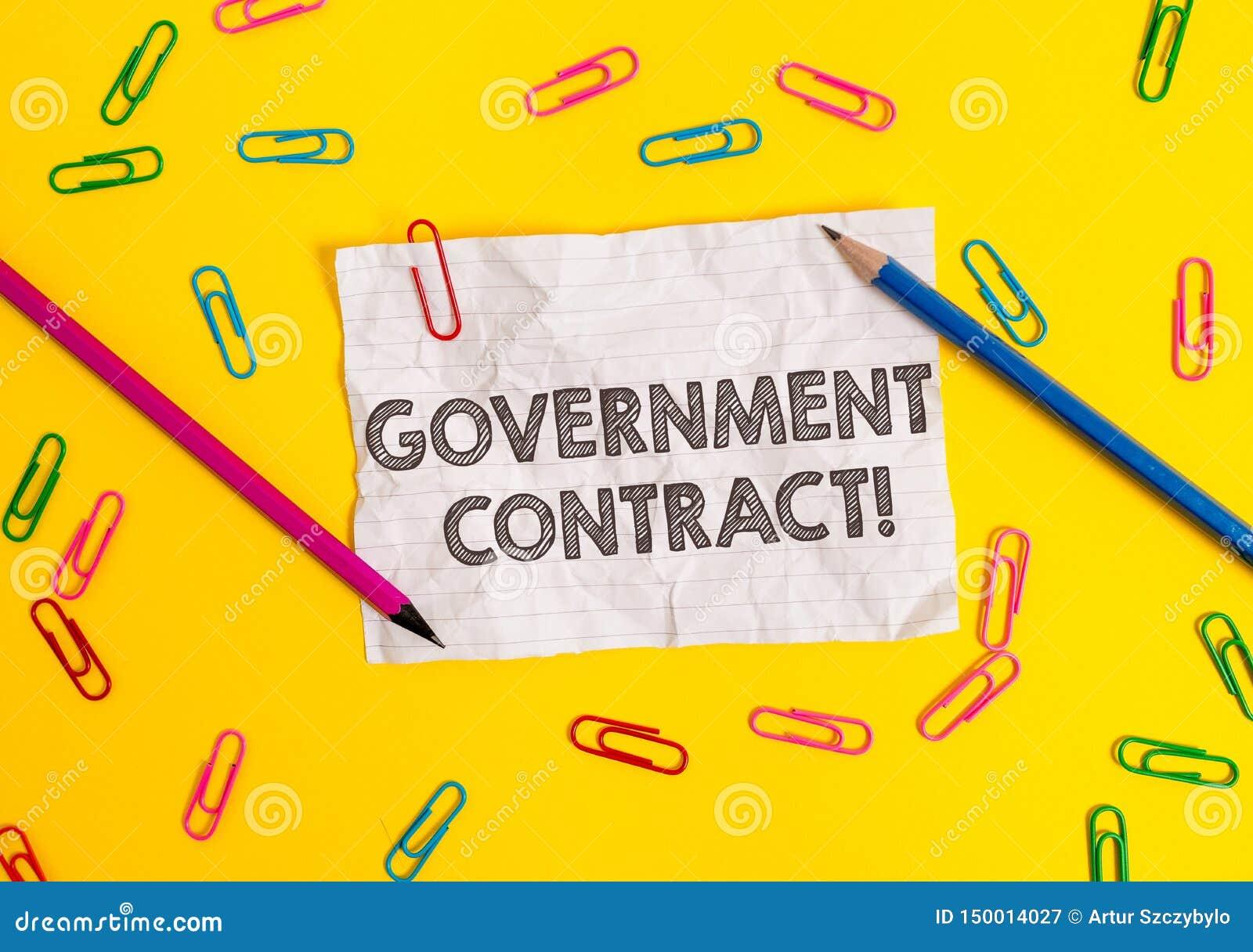 Escrita conceptual da m?o que mostra o contrato governamental Processo apresentando do acordo da foto do neg?cio para vender serv