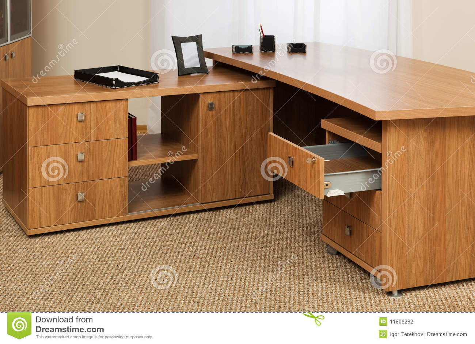 Escritorio de madera fotograf a de archivo imagen 11806282 - Escritorios rusticos de madera ...