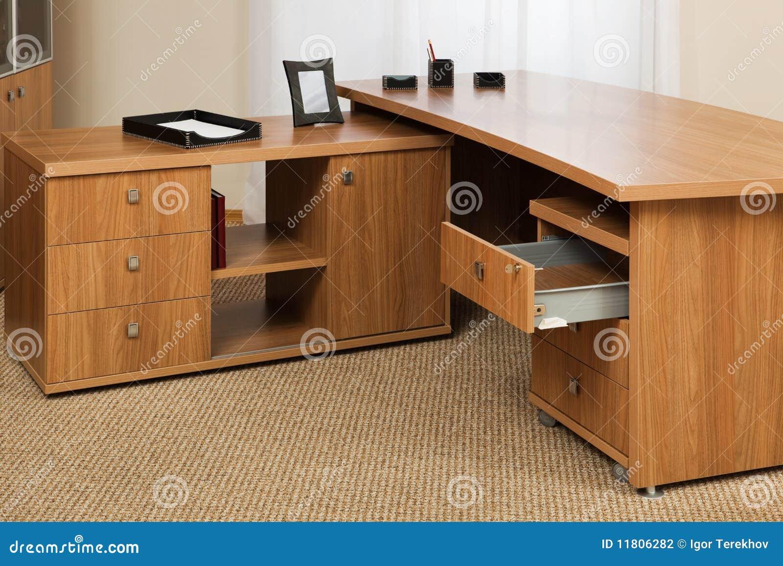Escritorio de madera fotograf a de archivo imagen 11806282 for Escritorios de madera para oficina