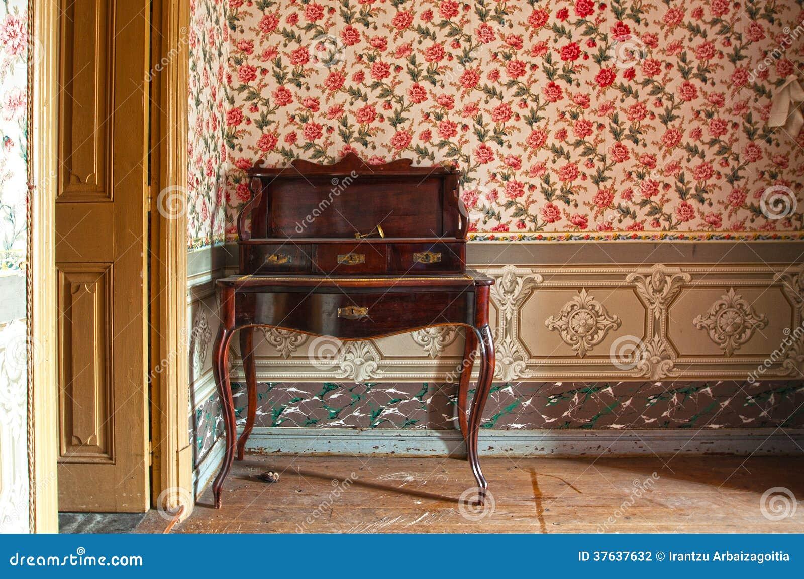 Escritorio De Madera Antiguo Muebles En Casa Vieja Foto De  # Muebles Cubanos De Madera
