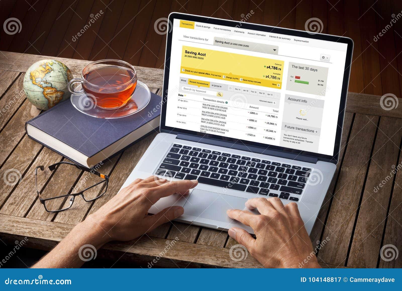 Escritorio del cuenta de ahorros del ordenador