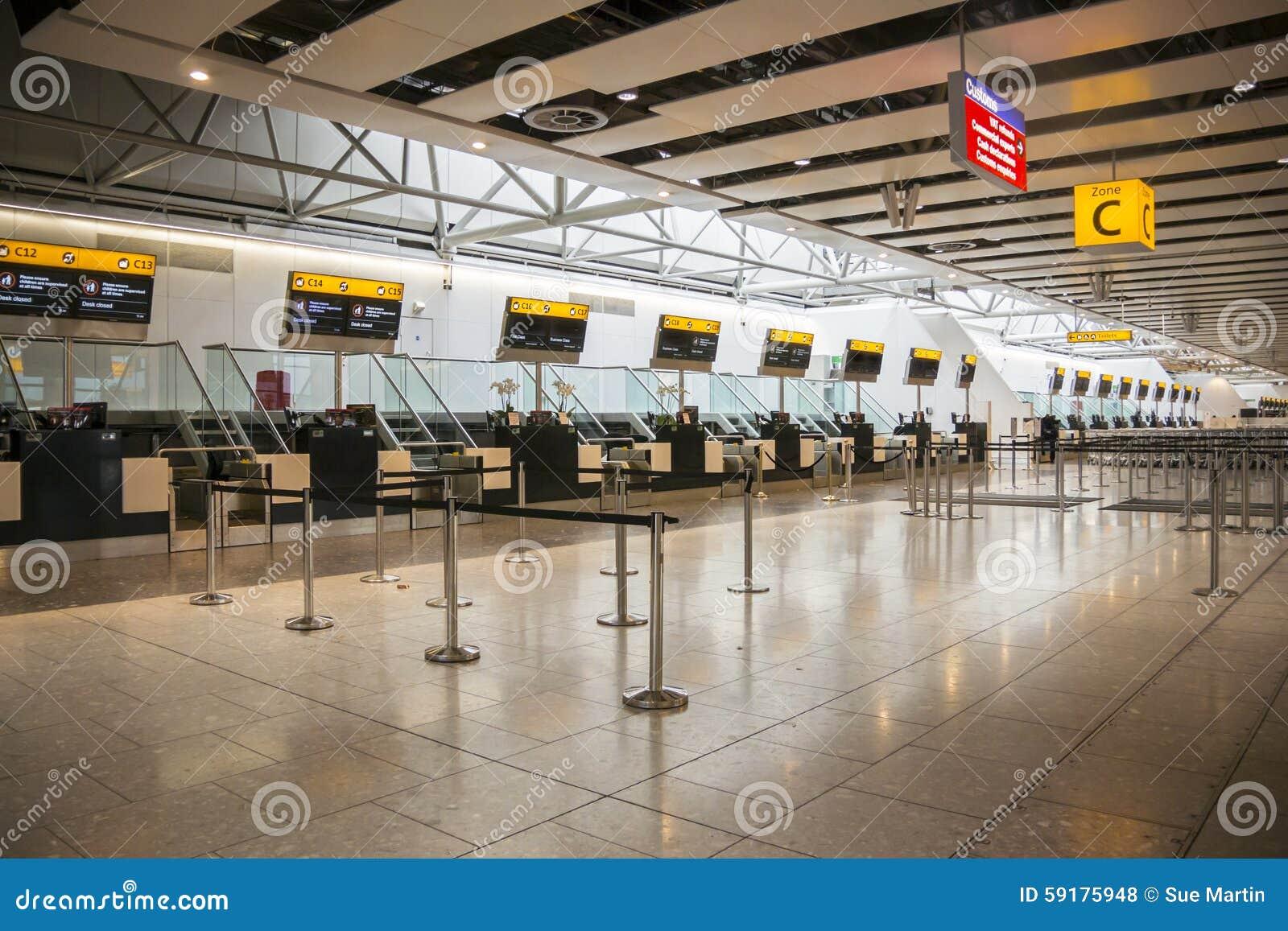 Escritorios cerrados del incorporar del aeropuerto