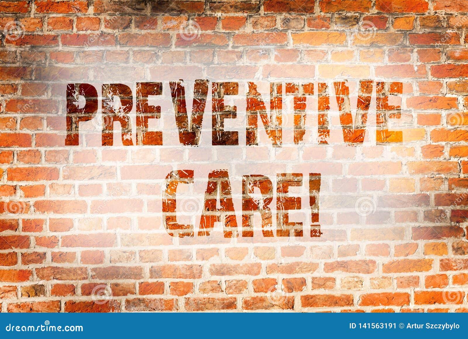 Escritura conceptual de la mano que muestra cuidado preventivo La diagnosis de exhibición de la prevención de la salud de la foto