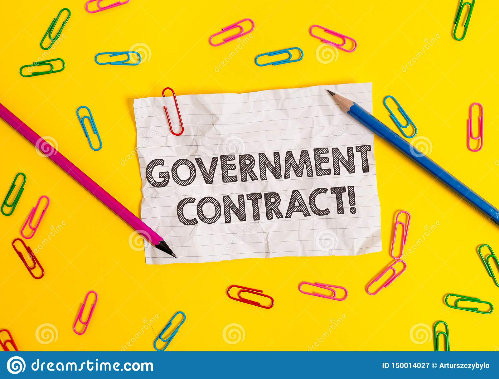 Escritura conceptual de la mano que muestra el contrato gubernamental Proceso de exhibici?n del acuerdo de la foto del negocio pa