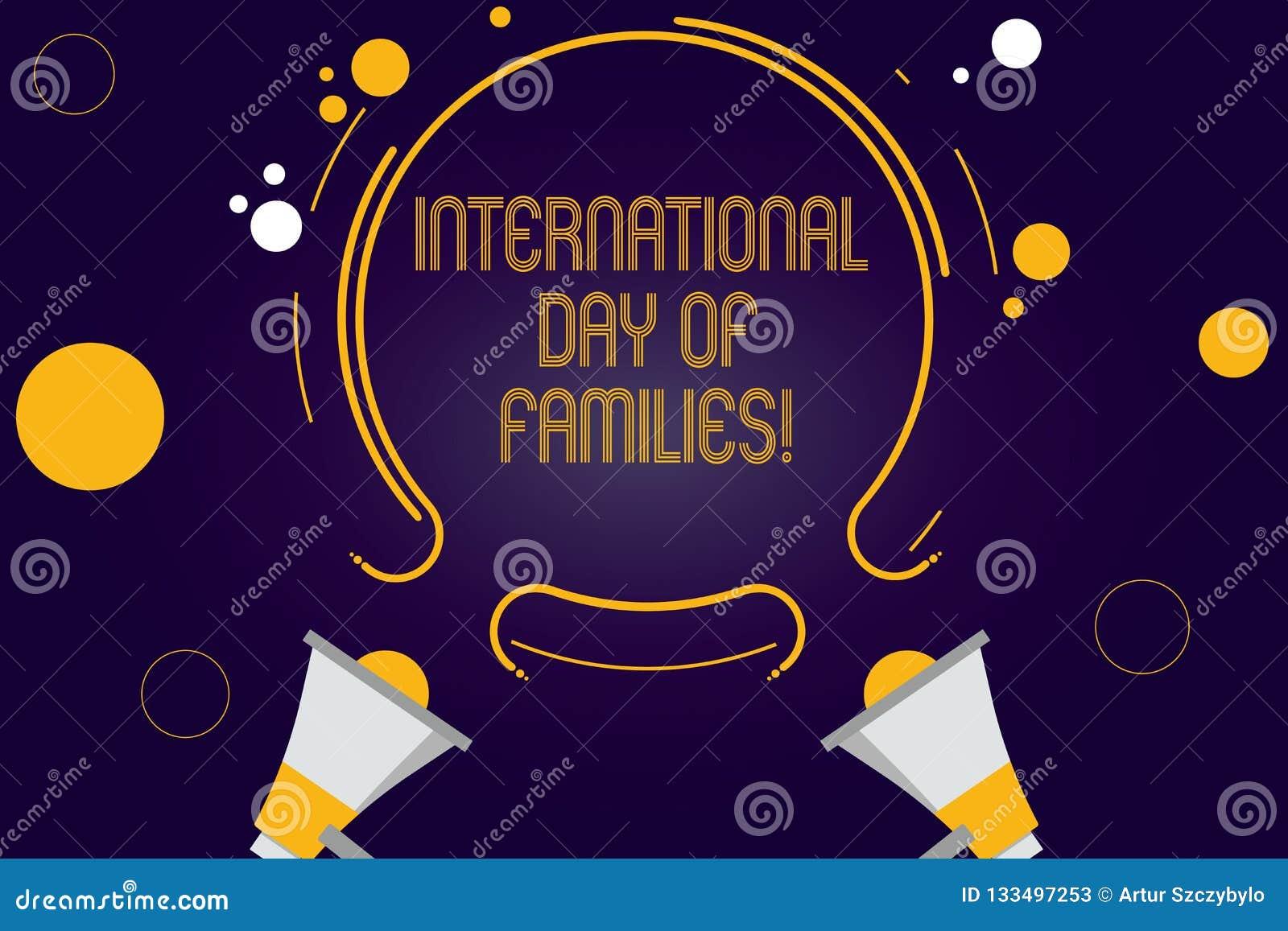 Escritura de la nota que muestra el día internacional de familias Celebración de exhibición dos de la unidad del tiempo de la fam