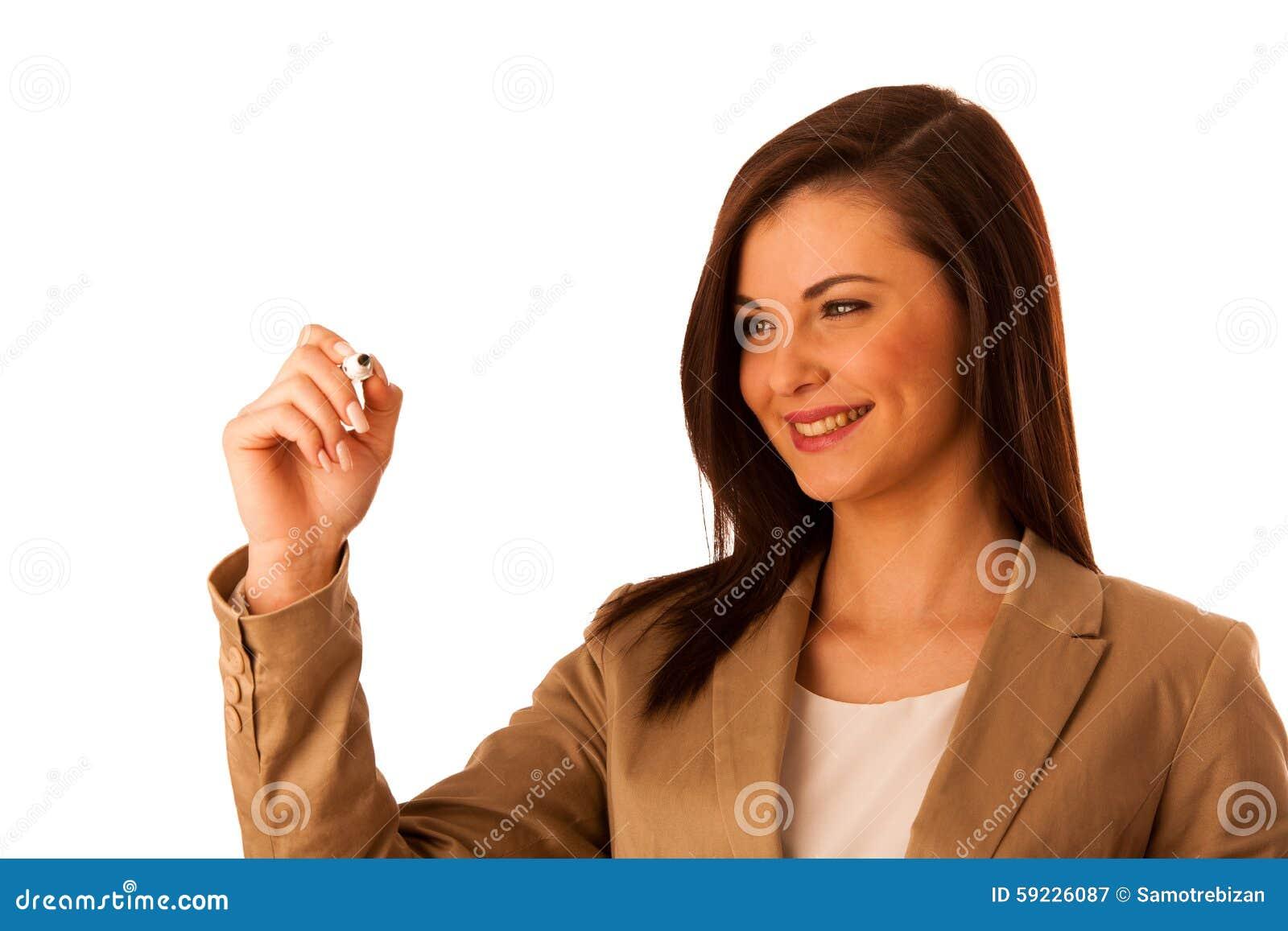 Escritura joven hermosa alegre sonriente feliz de la mujer de negocios o