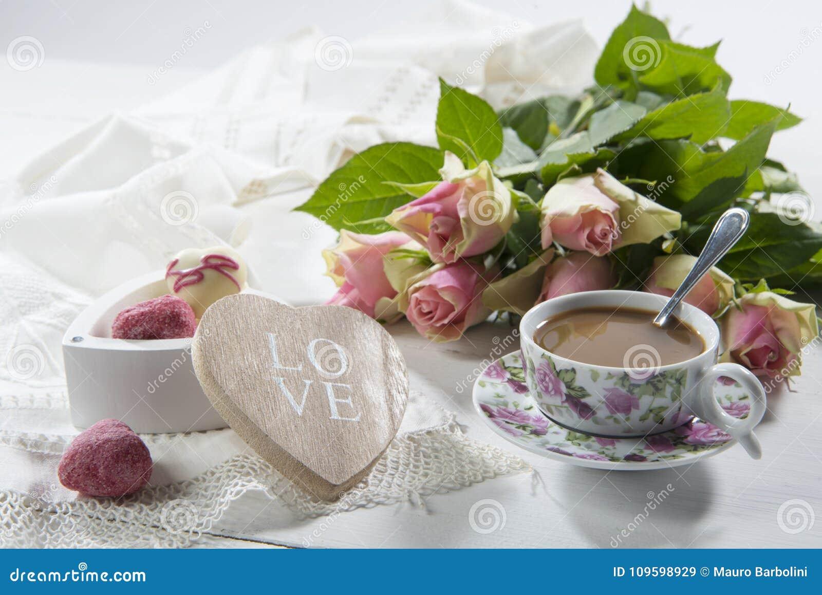 ESCROQUERIE DOLCI E ROSE DE CAFFELATTE ROMANTICO