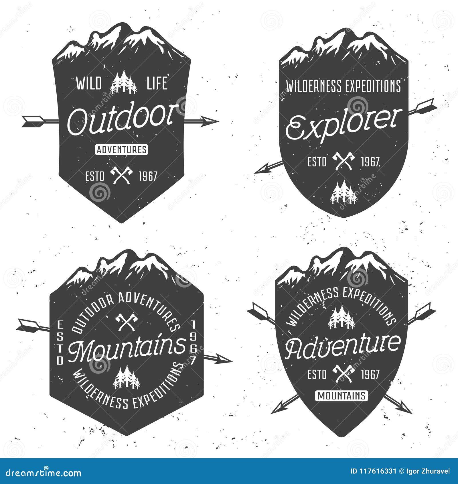 Escudos con las insignias del vintage del vector de las montañas