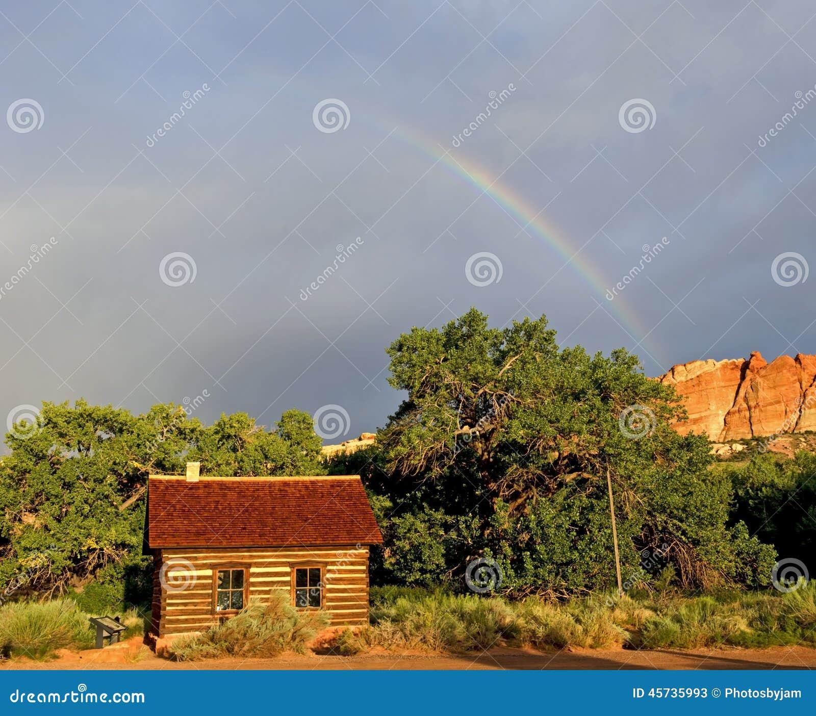 Escuela de Fruita con el parque nacional del filón del capitolio del arco iris