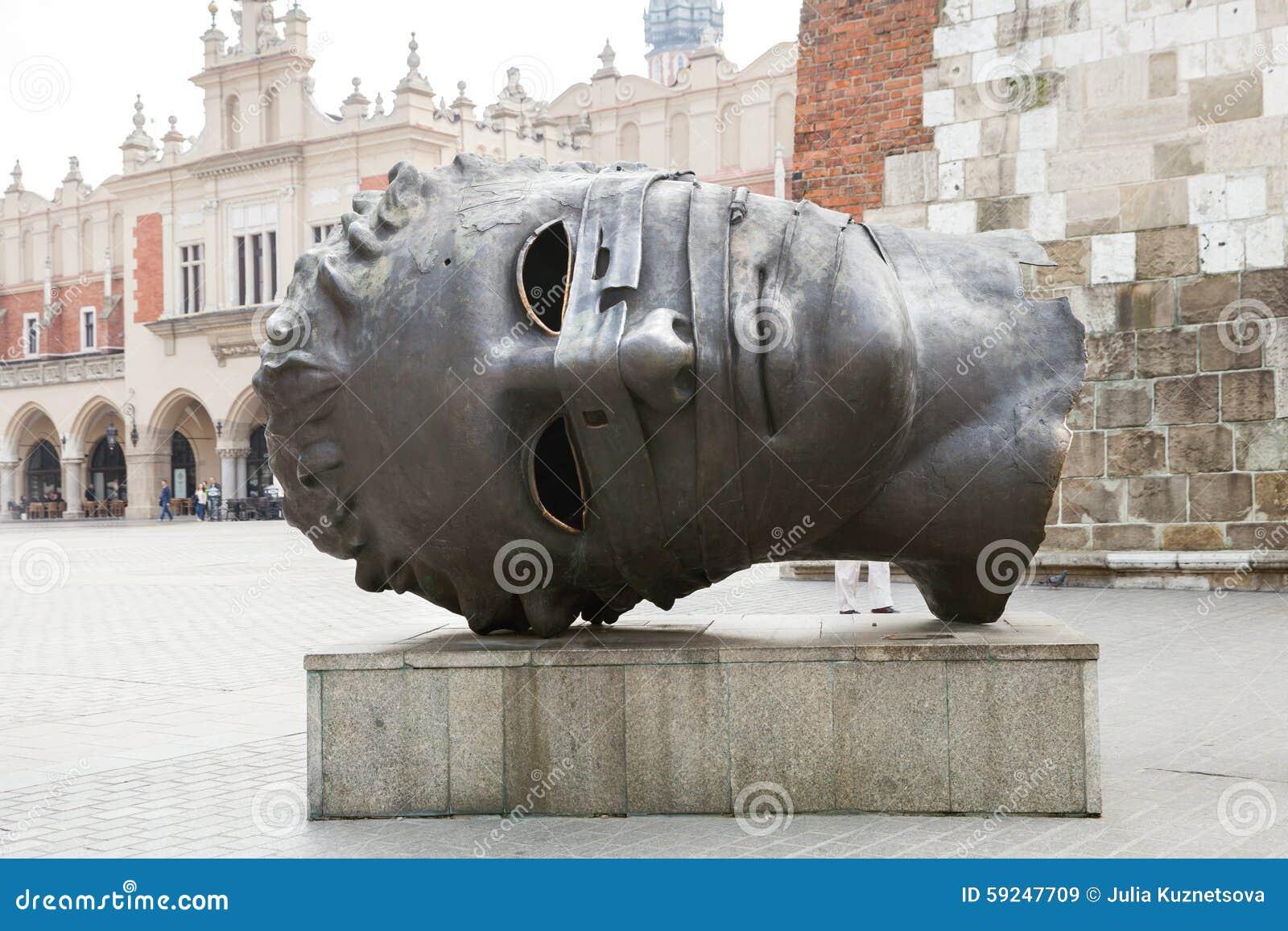 """Esculpa el """"bendato del eros"""" por el artista polaco Igor Mitoraj"""