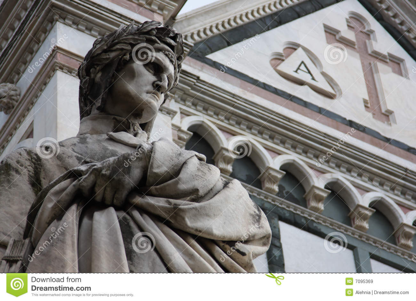 Escultura de Dante en Florencia