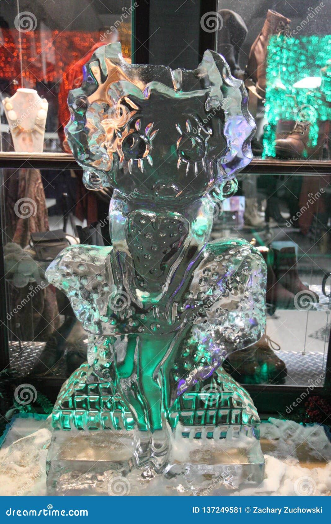 Escultura de hielo de Betty Boop en Rochester, Michigan