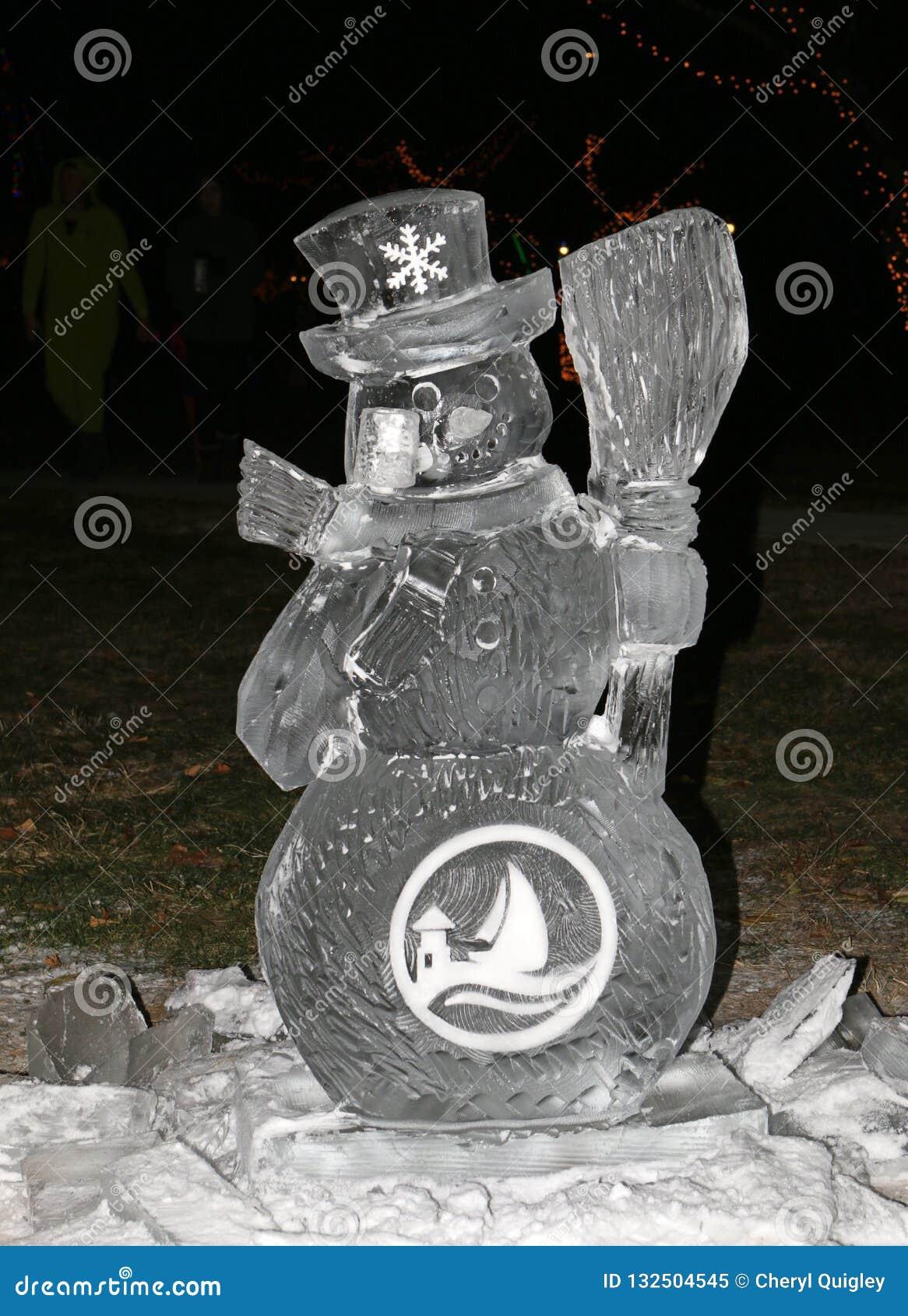 Escultura de hielo del muñeco de nieve