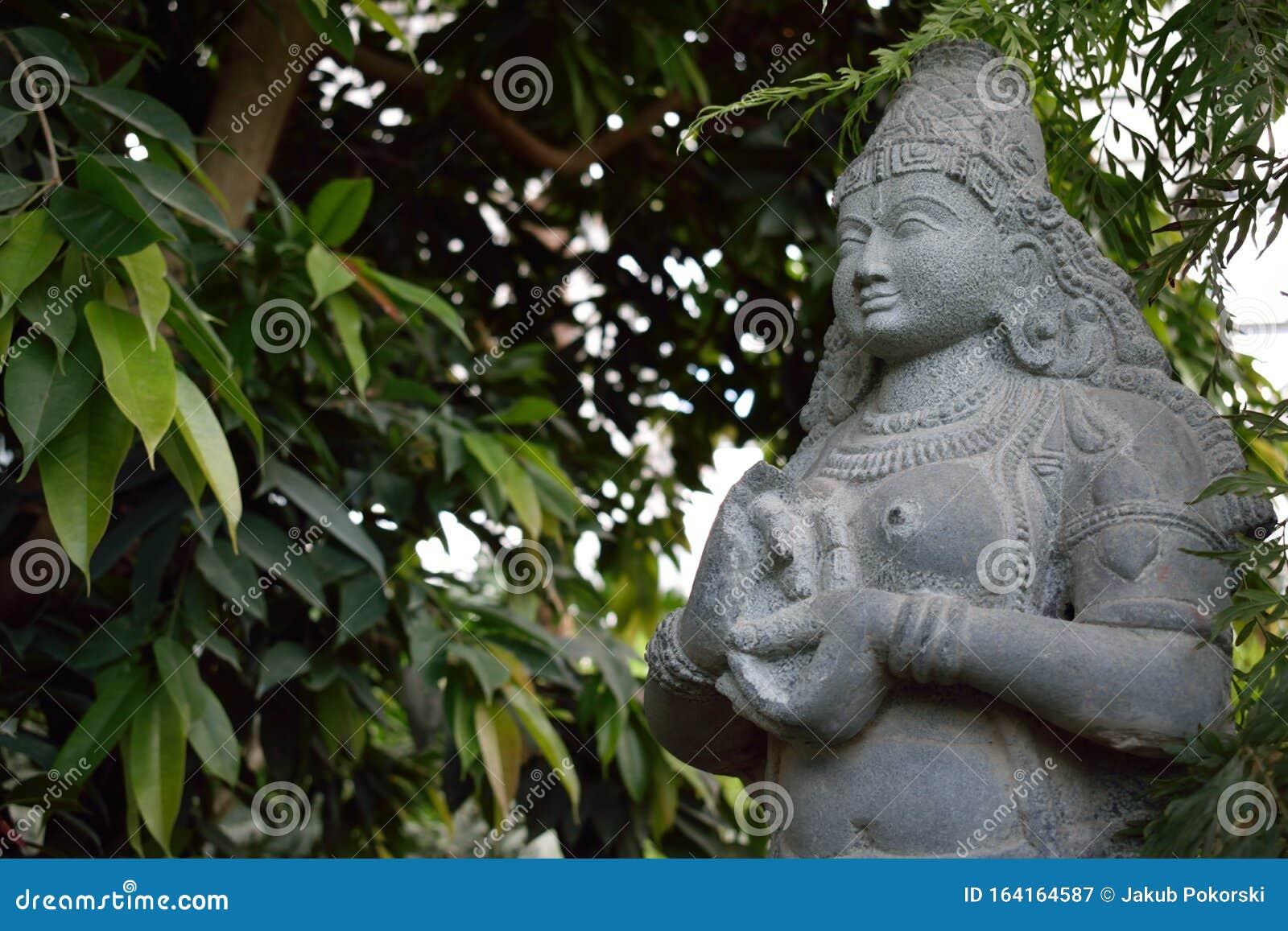 Escultura De La Estatua India De La Diosa De La Fertilidad Imagen De Archivo Imagen De Estante Coche 164164587