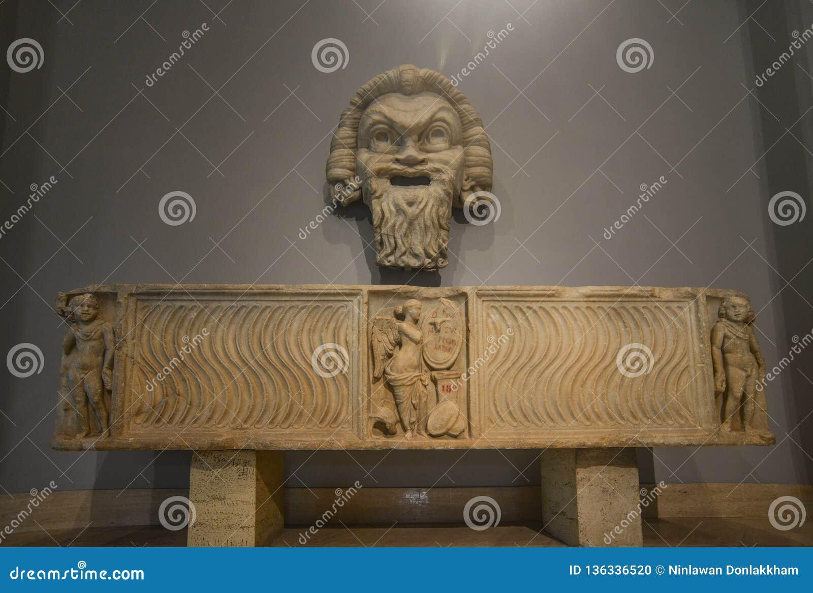 Escultura de mármore antiga em museus do Vaticano