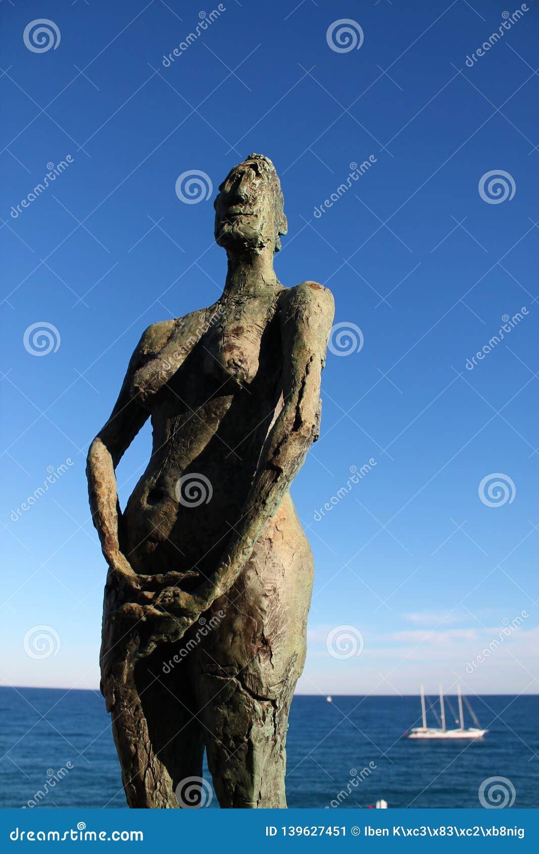 Escultura de uma mulher