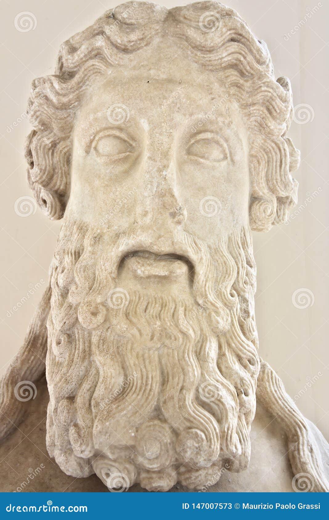 Escultura de un hombre con una barba en los baños de Diocletian