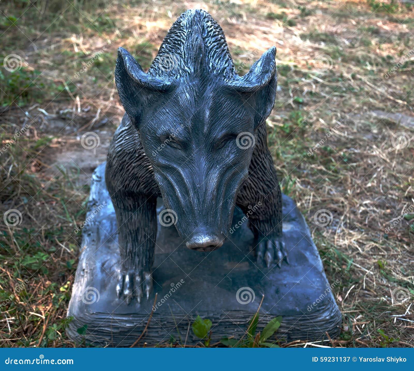Download Escultura De Un Jabalí En La Tierra Imagen de archivo - Imagen de mamífero, atracción: 59231137