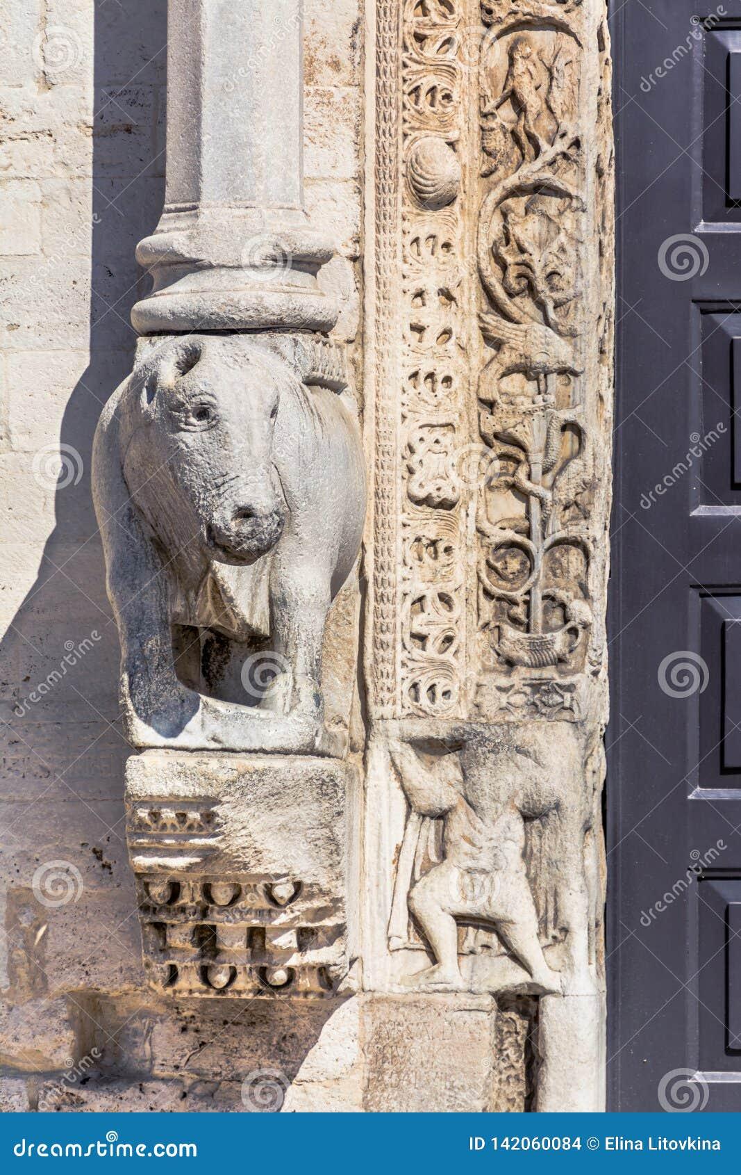 Escultura del hipopótamo en Bari