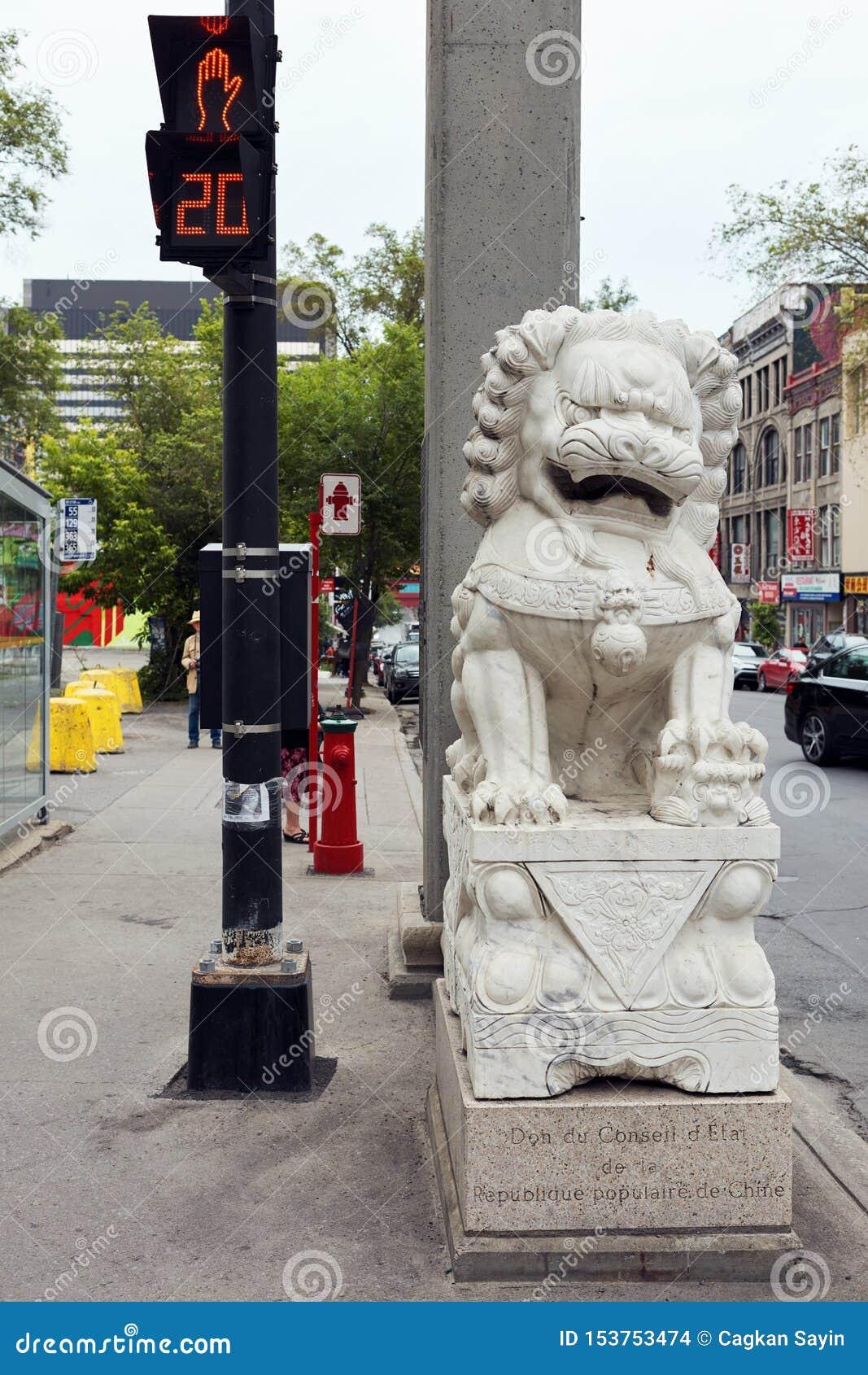 Escultura do dragão na entrada do bairro chinês em Montreal, Quebeque, Canadá