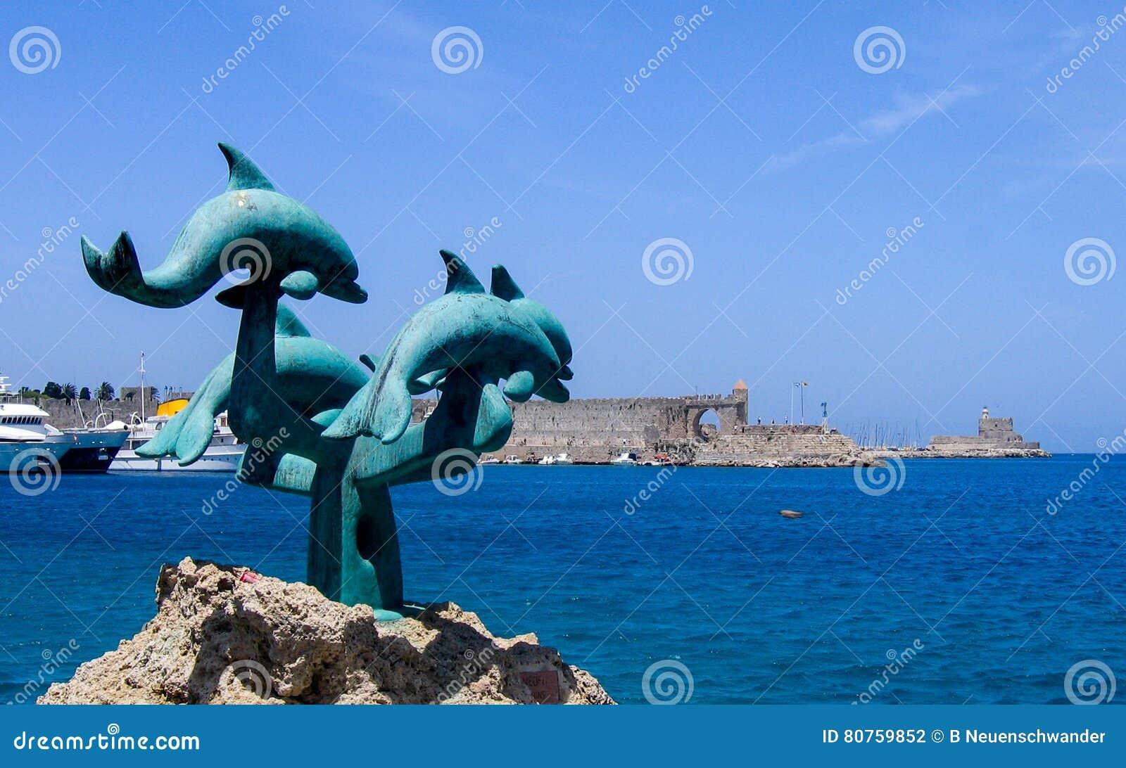 Escultura do golfinho na ilha do Rodes