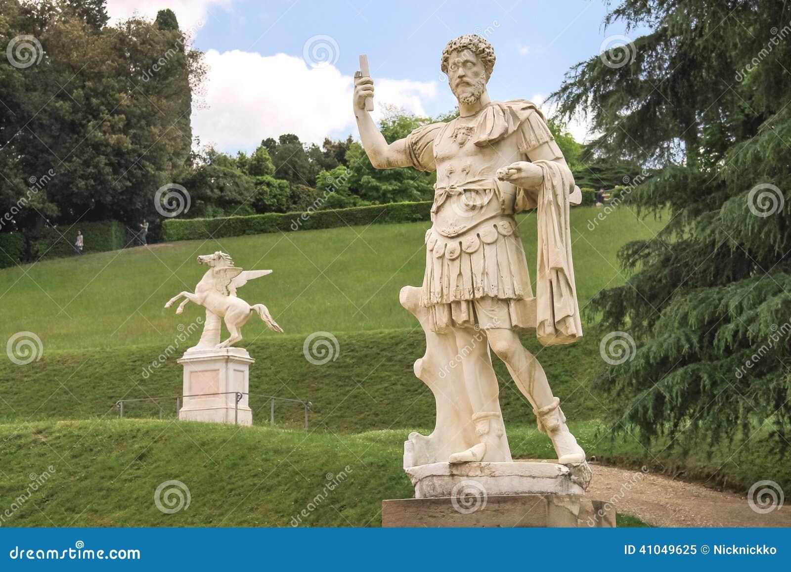 Escultura en los jardines de boboli florencia italia - Esculturas para jardines ...