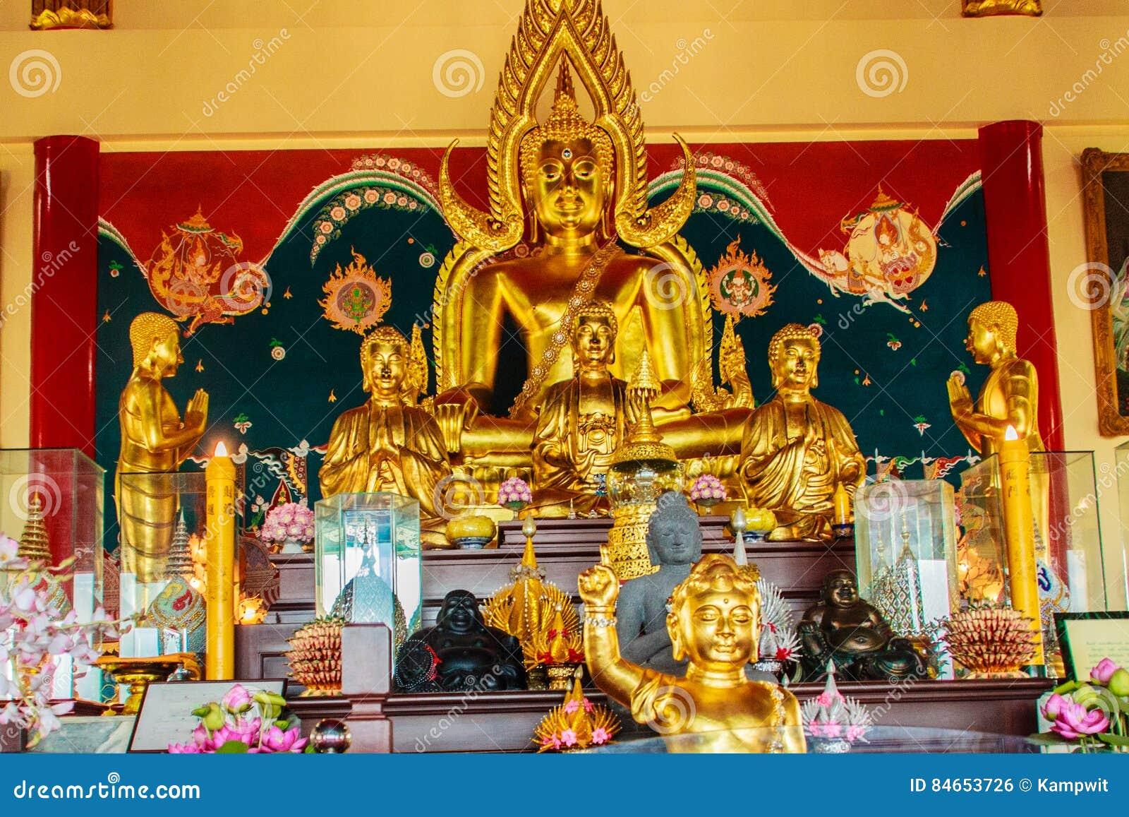 Escultura hermosa de la imagen de Buda en Anek Kusala Sala Viharn Sien, templo Tailandés-chino en Pattaya, Tailandia Fue construi