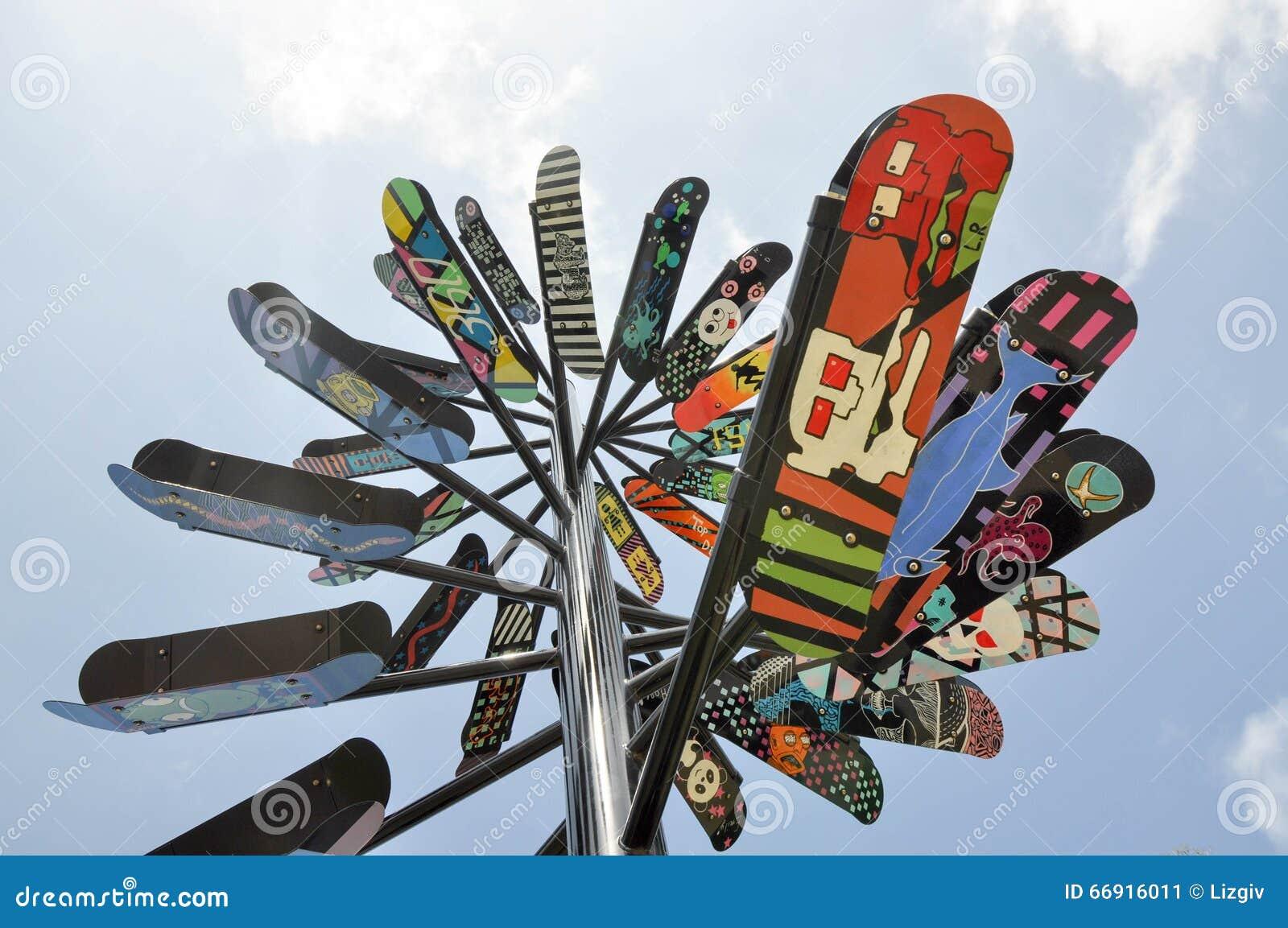 Escultura moderna da placa do patim