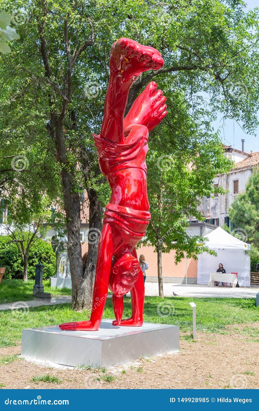 Escultura Nena Biennale Venice 2019