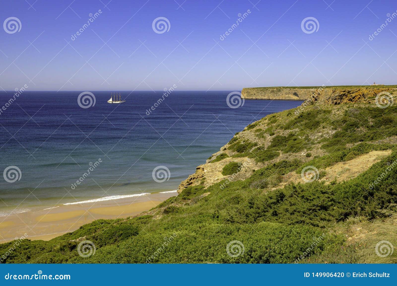 Escuna no horizonte em Portugal