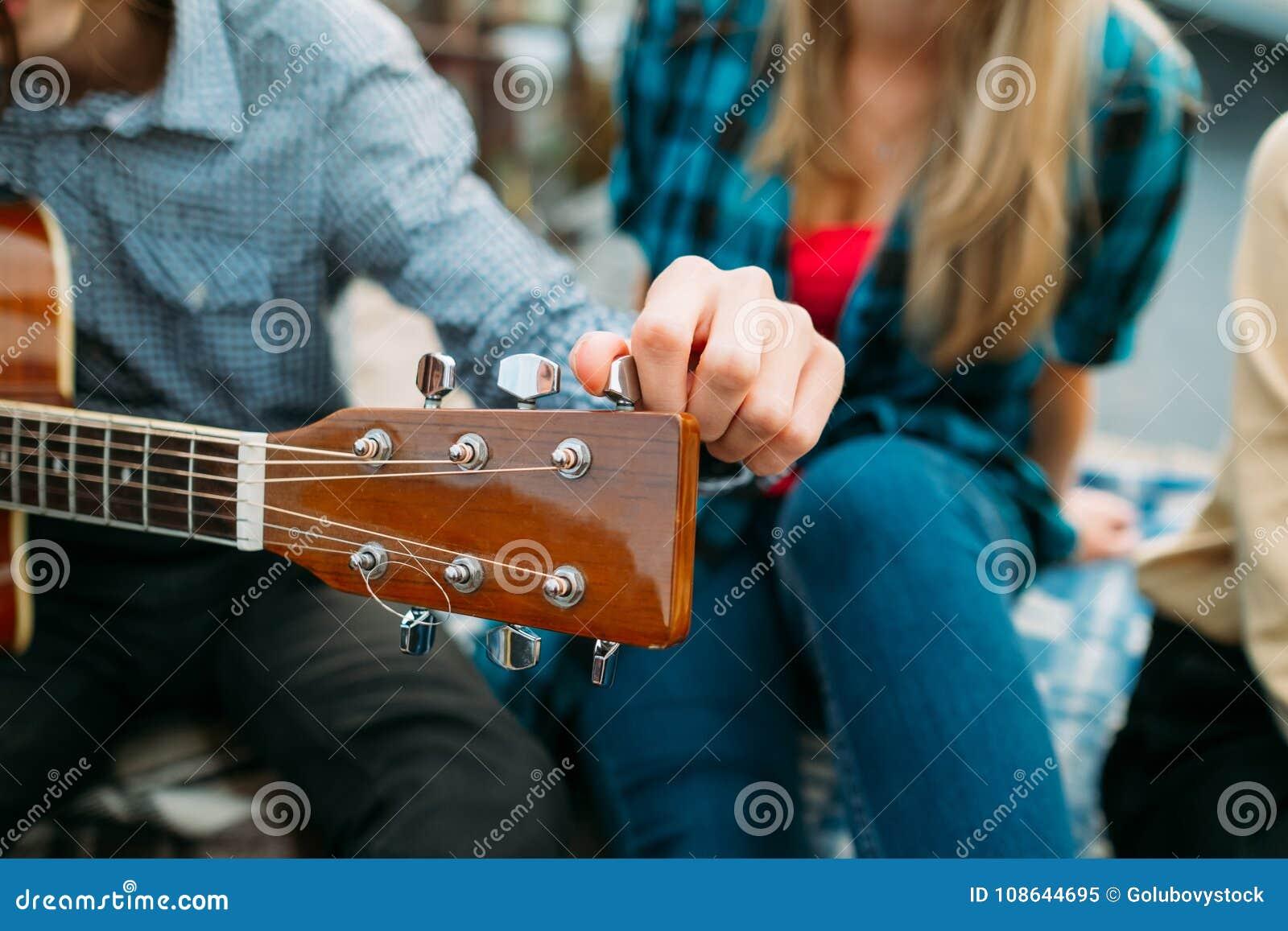 Esecutore di sintonia di hobby di musica di fretboard della chitarra