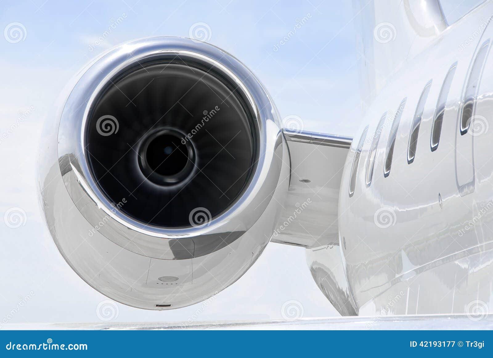 Aereo Privato Di Lusso : Eseguendo jet engine su privato di lusso bombardiere