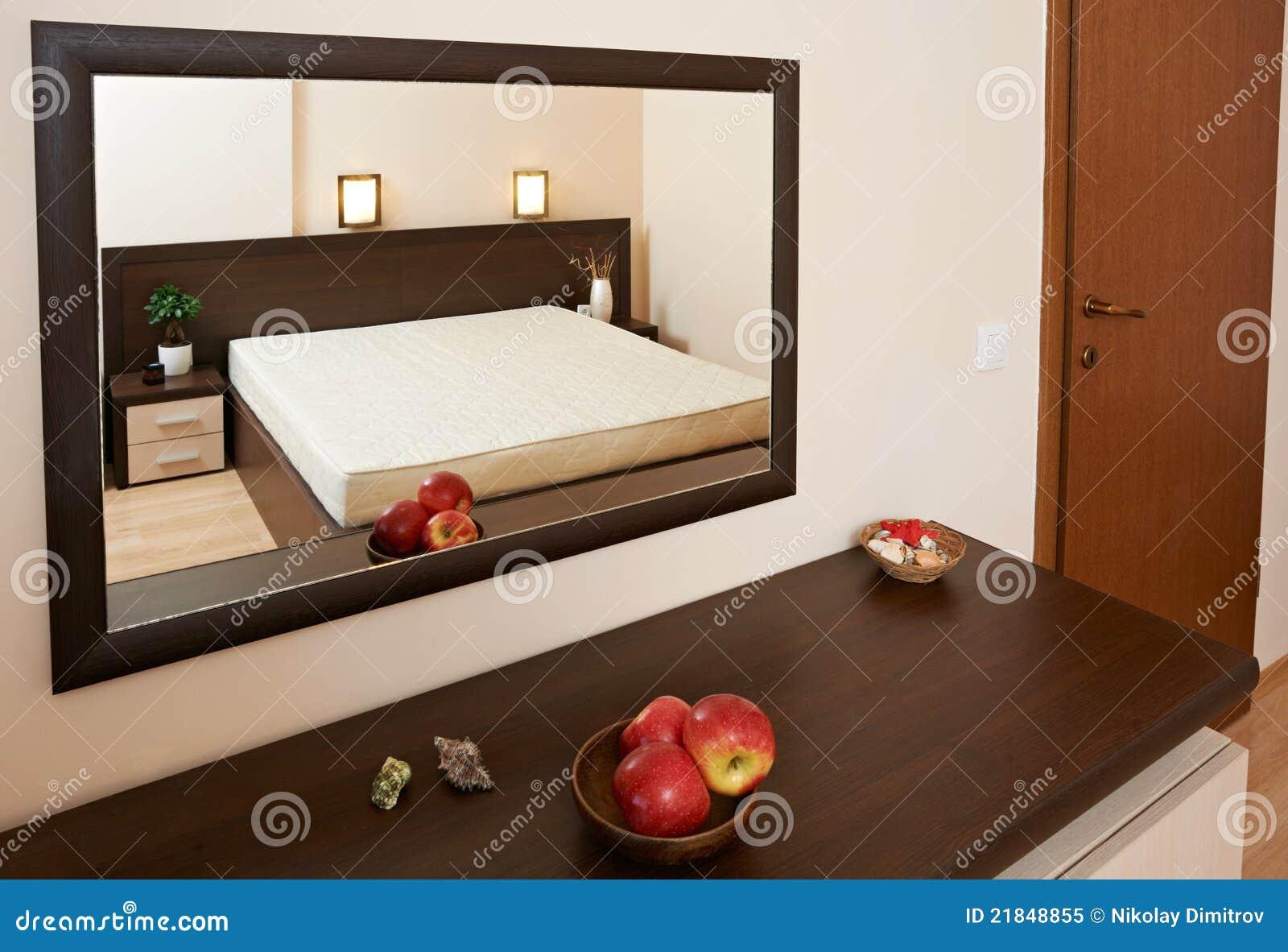 Esempio di inerior della camera da letto con lo specchio immagine stock immagine 21848855 - Oggetti camera da letto ...