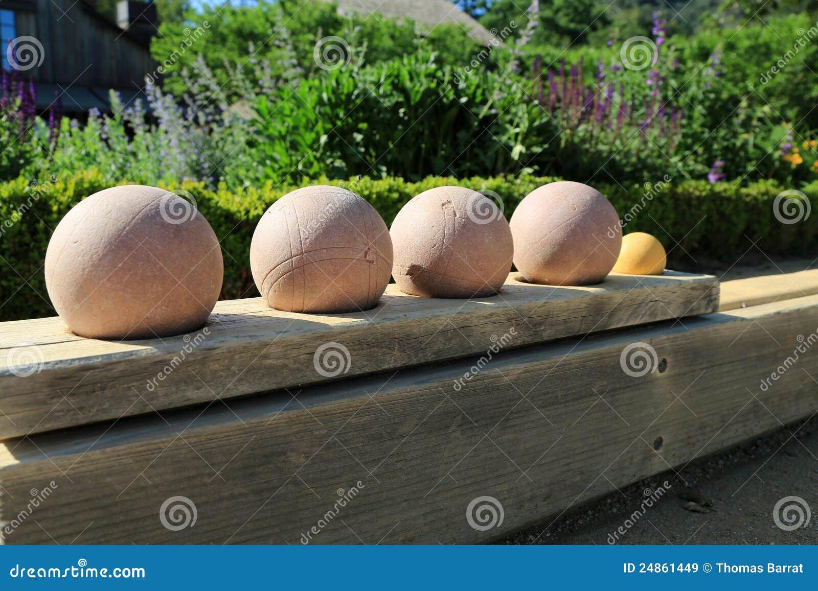 Esferas de bocce bonitas prontas para o jogo