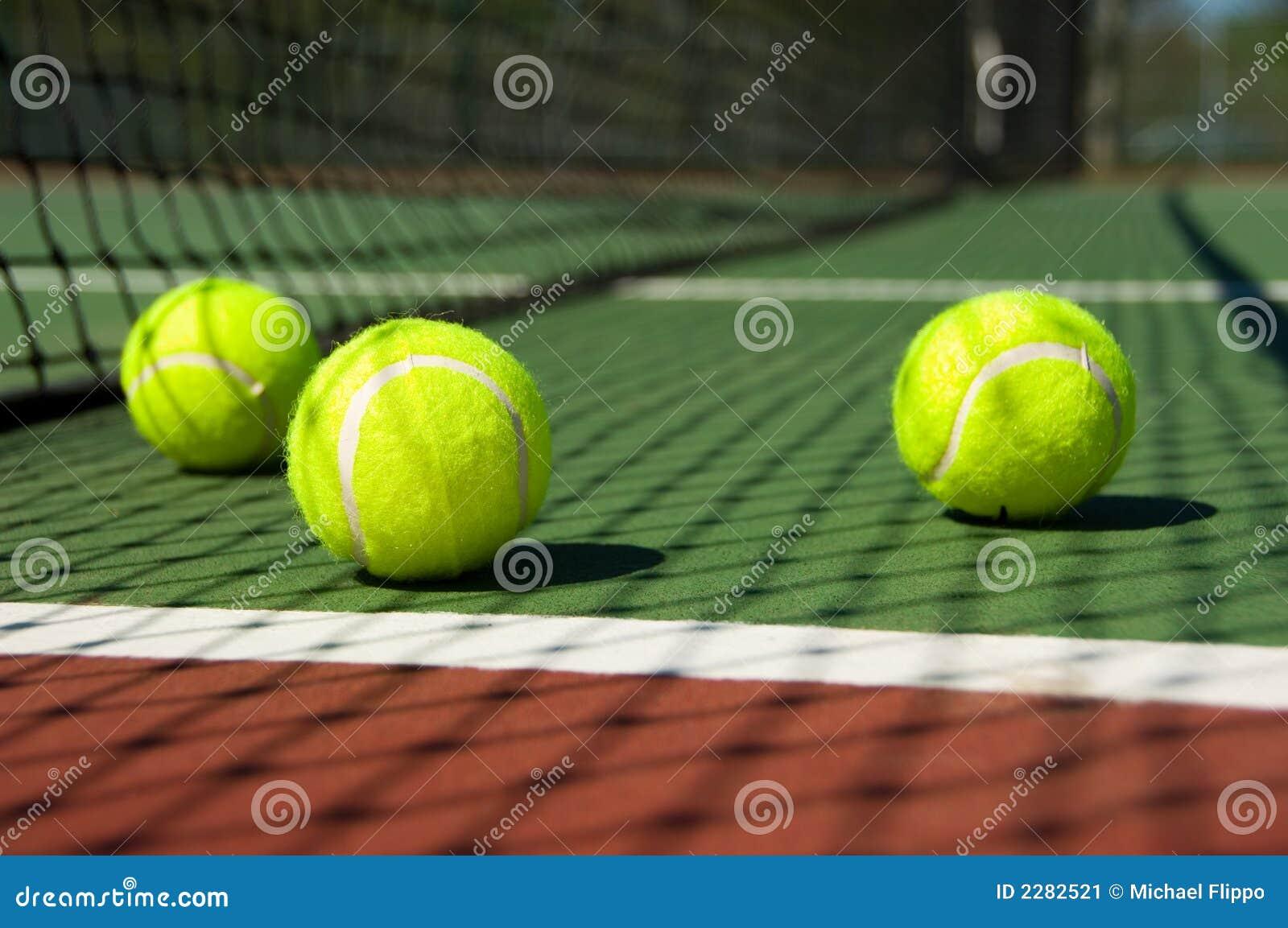 Esferas de tênis na corte