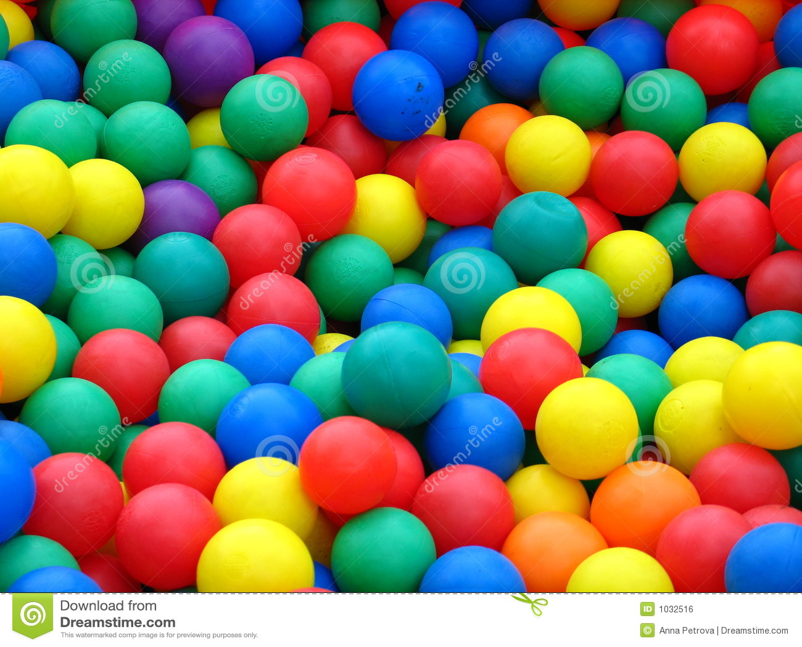 Esferas plásticas em cores diferentes
