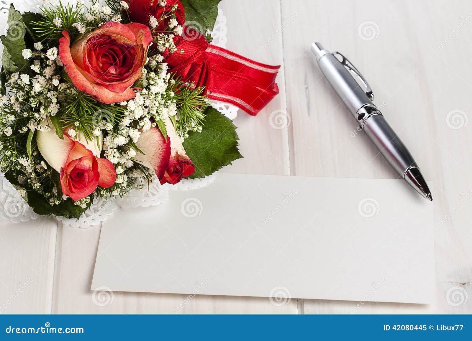 Esferográfica Whitespace do cartão vazio de rosas vermelhas do ramalhete