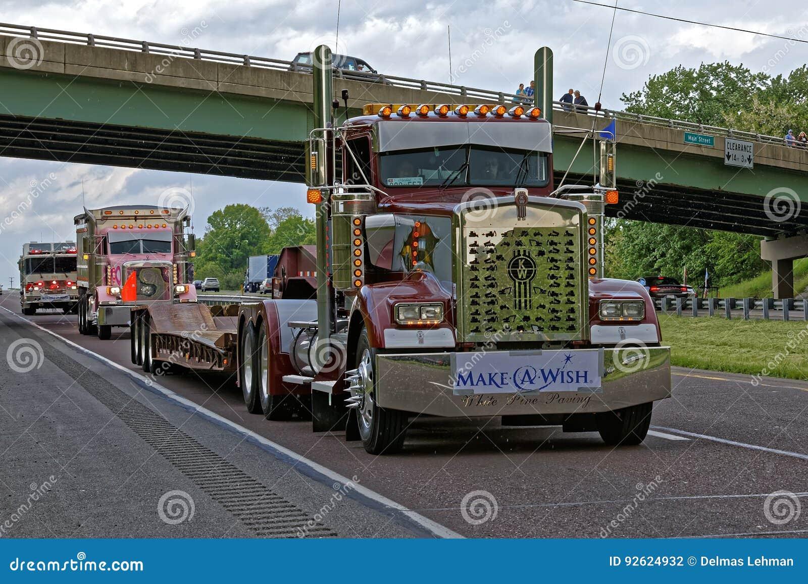 Eskortfartyg för lastbil för moderdag i Lancaster Pennsylvania