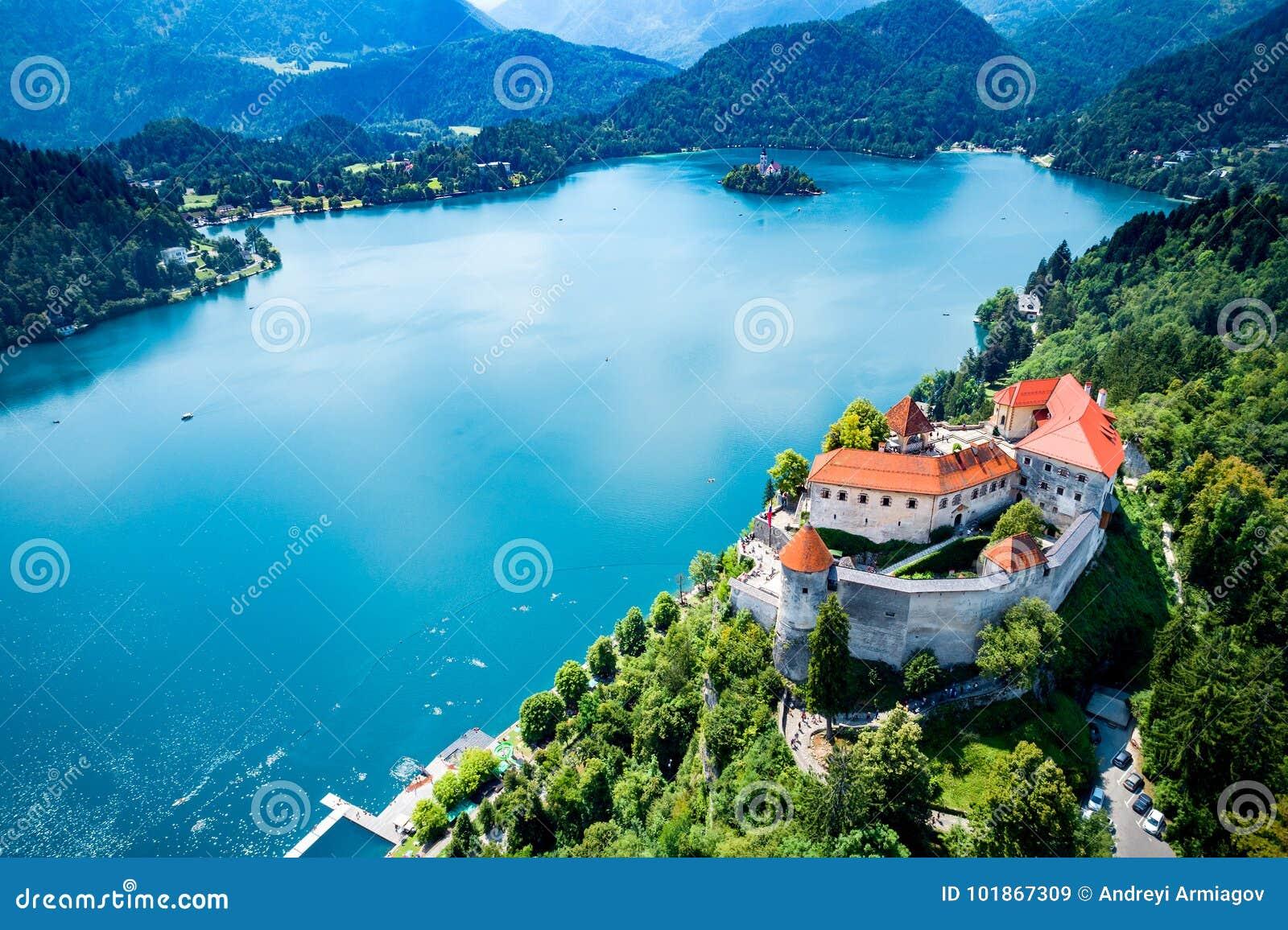 Eslovenia - lago del centro turístico sangrado