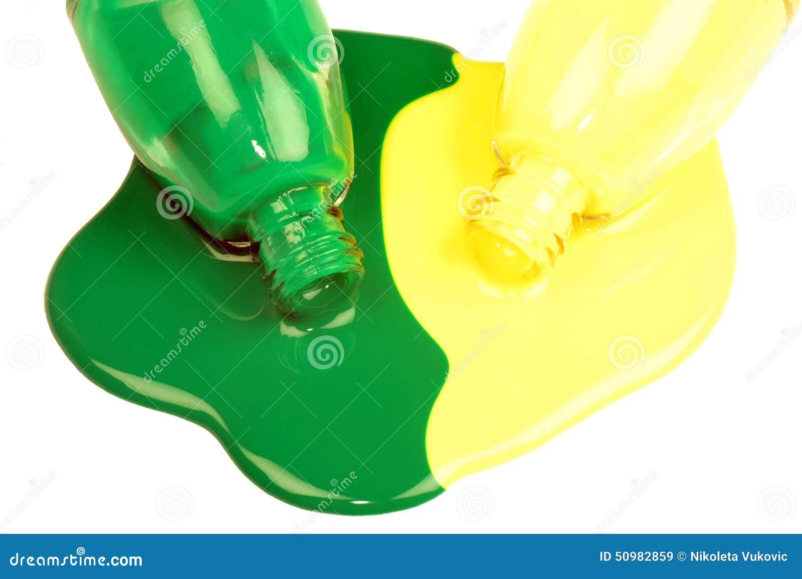 Esmaltes De Uñas Verdes Y Amarillos Imagen de archivo - Imagen de ...