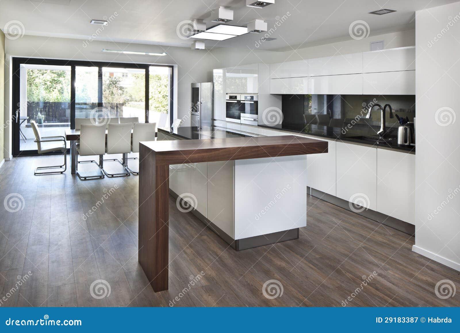 Espacio abierto de la cocina en el nuevo interior de la for Cocina y salon abierto