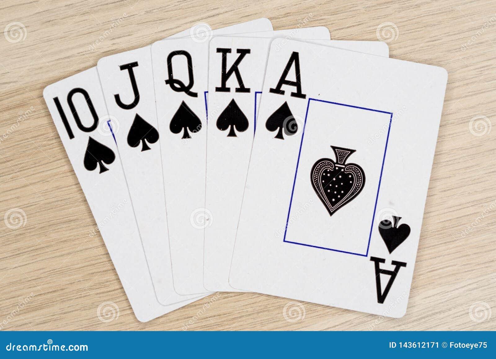 Espadas de la escalera real - casino que juega tarjetas del póker