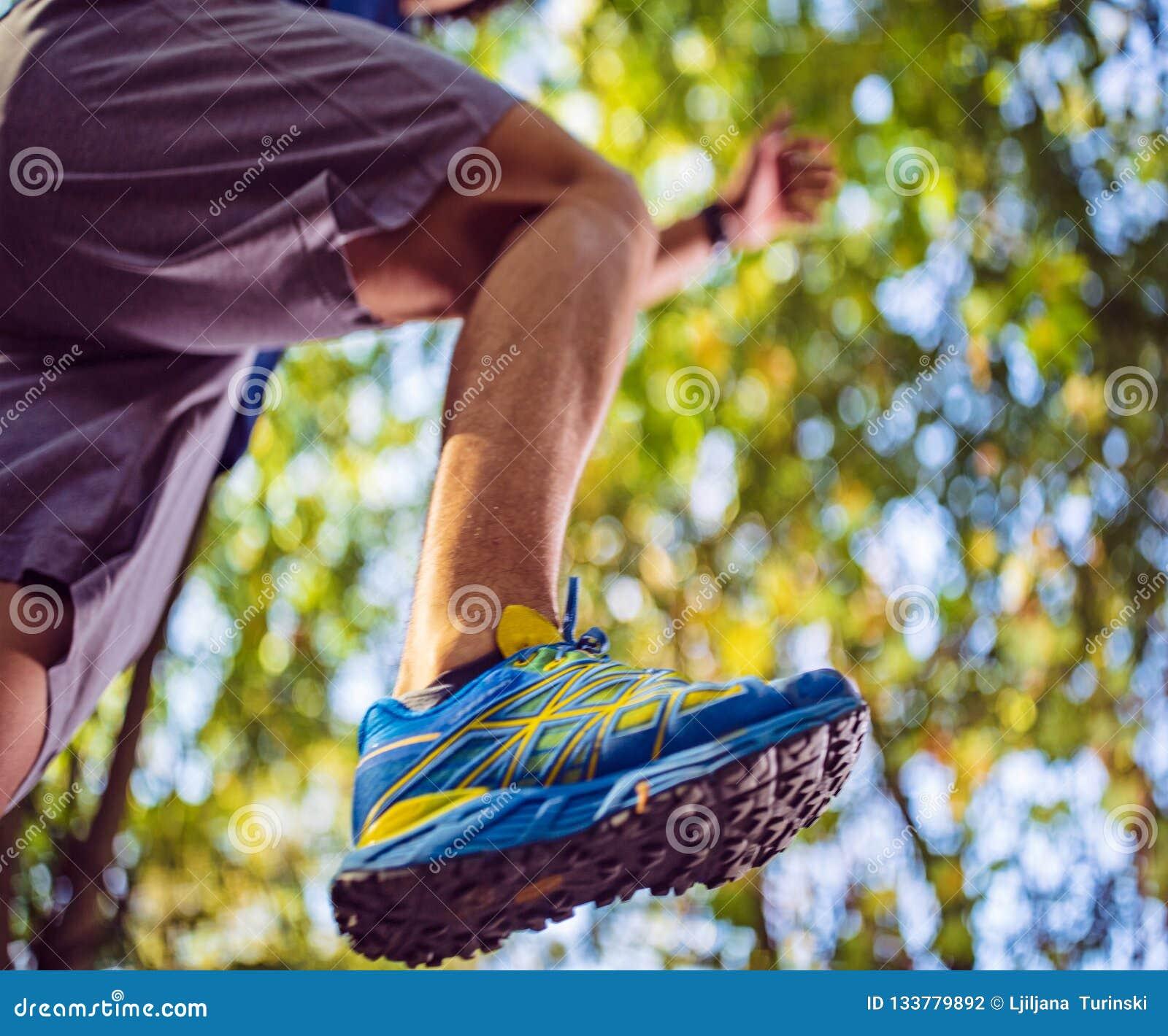 Espadrilles d homme - concept de forme physique, de sport, de formation et de mode de vie